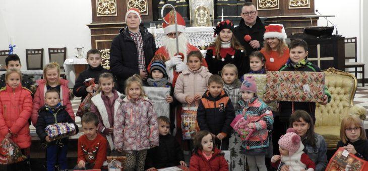 Mikołaj Święty rozdaje prezenty…